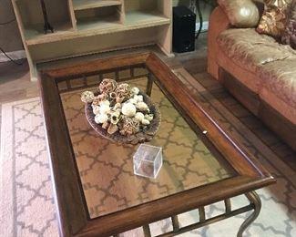 Coffee table glass top