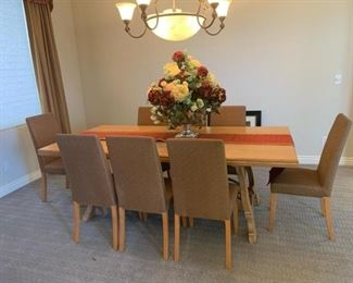 New dinning table for Thanksgiving !