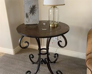 Great side table & decor!