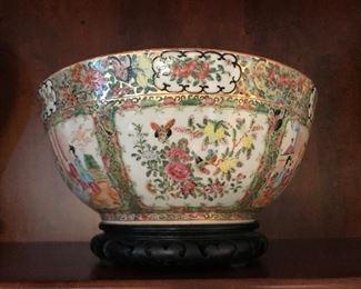 "large 13"" round Rose Medallion bowl"