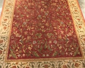 area rug approx 5' x7'