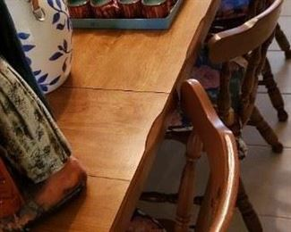 8' Beautifully Finished Dining Table & Chairs