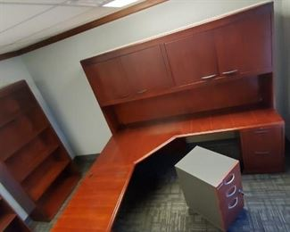 Office desk with movable cabinet