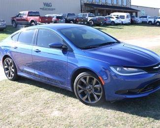 #96: 2015 Chrysler 200S. Leather Interior. V6 Gas. 111,302 Miles. VIN: 1C3CCCBG8FN614424