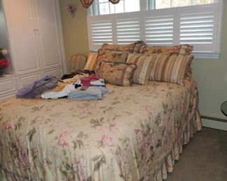Waverly bedding and matching valances, pillows