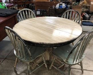 Super cute painted cottage style pedestal table and four chairs.