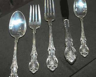 """5 PC. PLACE SETTING - WALLACE """"GRANDE VICTORIAN"""""""