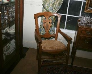 LOVELY OAK SIDE CHAIR (MAY HAVE BEEN A PART OF PULPIT SET)