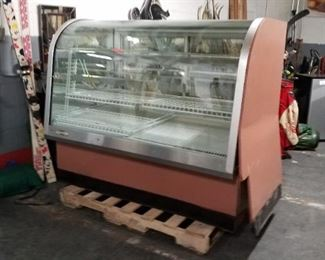 5' Federal refrigerated curved front glass 230v display case works