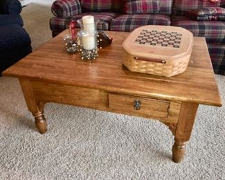 Lexington American West coffee table with one drawer on 2 sides