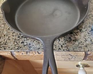 RARE..Griswold Number 8 cast Iron Pan.  Like New