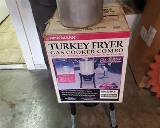 Turkey Fryer.  Wait...did I really just type that?  It's obvious that this is a turkey fryer.  I am a moron wrapped in an idiot.