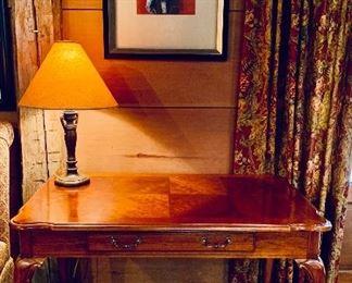 Ladies writing desk, cabriole legs, one drawer
