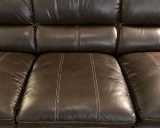 La-Z-Boy Ellis Contemporary Leather Sofa	37x84x38in	HxWxD