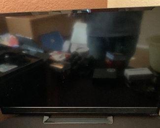 Vizio 28in LED HD TV  E280-B1