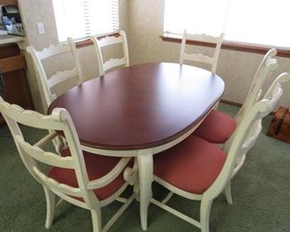Thomasville Table, 6 Chairs and 2 leaves