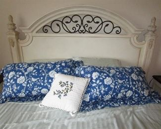 """Thomasville bed, matress and bedding all in """"like-new"""" condition"""