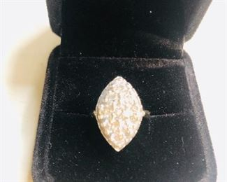 14K Gold One Carat total weight diamond ring. It is White Gold and in excellent condition