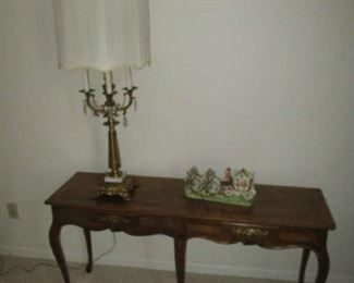 Baker Furniture sofa table, ornate brass lamp and wall decorations