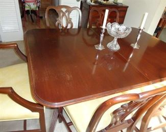 DINING ROOM TABLE, 4 SIDE CHAIRS AND 2 ARMCHAIRS