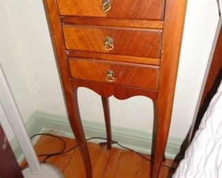 CUTE NIGHTSTAND END TABLE