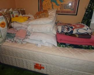 LIKE NEW LINENS FOR TWIN BEDS