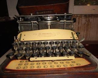 HAMMOND TYPEWRITER WITH WOOD CASE