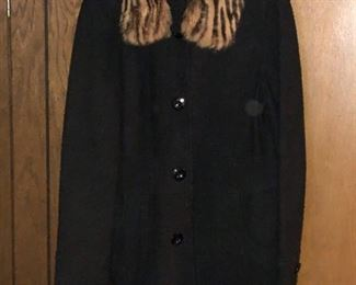 https://www.grasons.com/wp-content/uploads/2019/11/black-jacket-with-fur-582304-zYzXFI4h.jpg