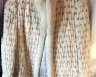 https://www.grasons.com/wp-content/uploads/2019/11/f.-jacket-592092-iYAFcqYA.jpg