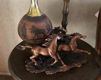 https://www.grasons.com/wp-content/uploads/2019/11/horse-figureines-and-moose-vase-686678-k1g7jExM.jpg