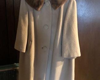 https://www.grasons.com/wp-content/uploads/2019/11/jacket-with-faux-fur-982008-tjI0ihUw.jpg