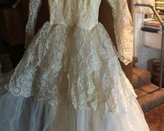 https://www.grasons.com/wp-content/uploads/2019/11/wedding-dress-689763-m3aT0XkL.jpg