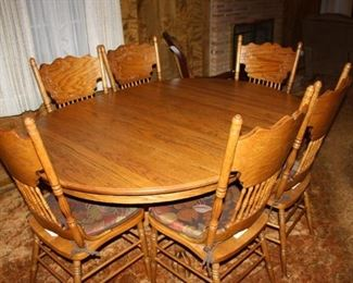 Great condition Country Style Table & Chairs
