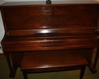 Very Nice Kimball Upright Piano. Excellent condition