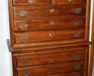 and chest of Drawers