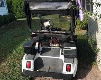 2002 club car golf cart with all the bells & whistles / battery powered