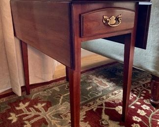 Traditional Statton Trutype Americana Drop Leaf Side Table