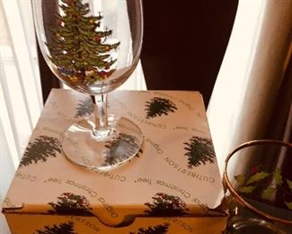 Sets of four wine glasses with Christmas Tree