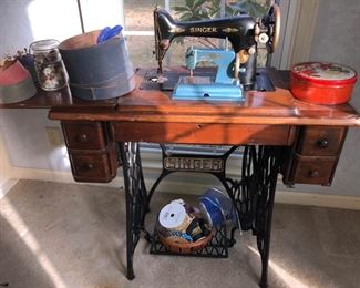 Complete singer sewing machine