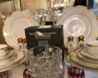 2000 Waterford Crystal Champaign flutes  and caddy.