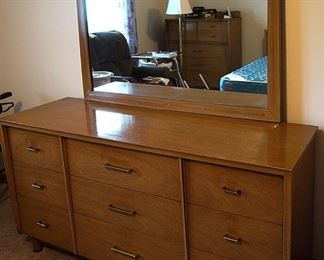 Bdrm dresser with mirror