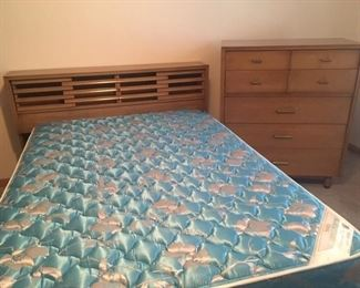 Bdrm set bed and dressers