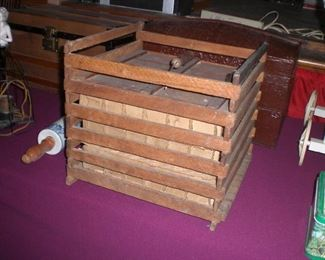 wood egg crate with liners