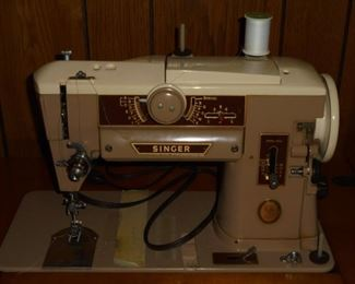 Singer sewing machine in maple cabinet w/matching stool