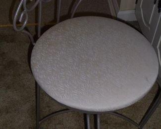 Round iron dressing stool