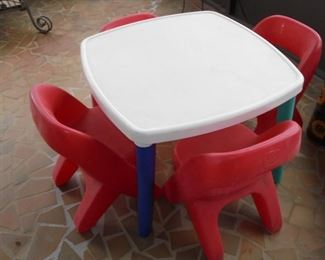 Child's play table w/4 chairs