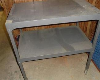 Metal table w/castors