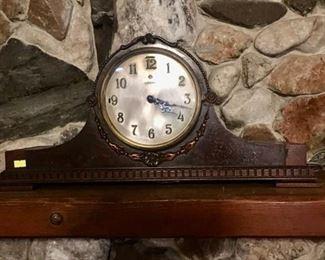Vintage Bulova Mantel Clock