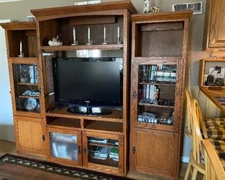Entertainment center/media cabinet with bookcases