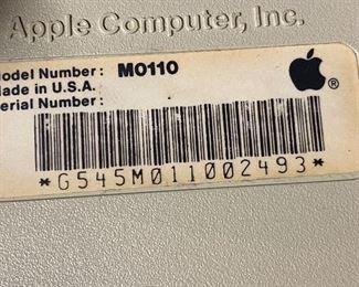 Apple Macintosh vintage keyboard, M0110